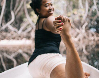 mulher-fazendo-yoga